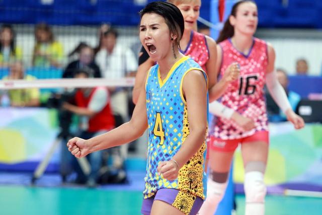 B组哈萨克斯坦阿勒泰女排俱乐部3-0( (25-18, 25-16, 25-17) )伊朗德黑兰佩坎女排俱乐部。