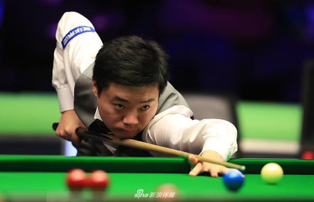 北京时间12月7日晨,2018世界斯诺克英国锦标赛八强全部产生。率先进行的比赛中,中国名将丁俊晖状态低迷,4-6不敌奥德奈尔,爆冷出局,止步16强。