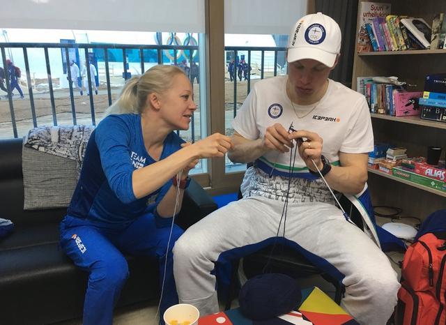 """芬兰""""毛衣队""""在平昌不是一个人在战斗,他们在比赛之余准备为新生儿织一些毛毯。"""
