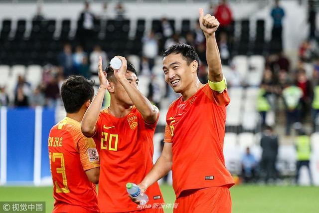 当地时间2019年1月11日,阿联酋阿布扎比,2019阿联酋亚洲杯小组赛C组,菲律宾0-3中国,国足队员谢场。