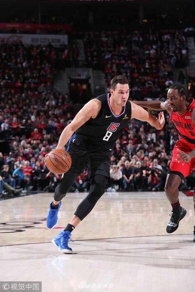 北京时间11月9日,NBA常规赛,波特兰开拓者主场迎战洛杉矶快船。