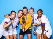 美国女足拍摄世界杯夺冠写真