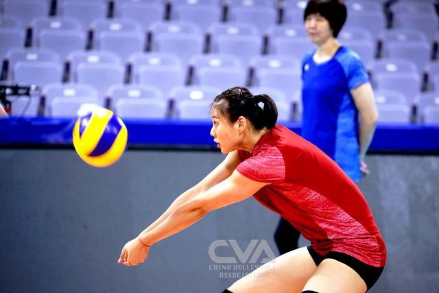 巩俐现身中国女排训练现场图片 33974 640x426