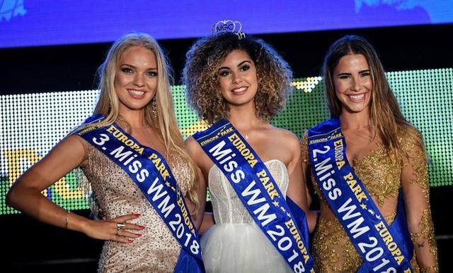6月12,在德国进行了由世界杯32个参赛国家选派的世界杯小姐选美活动,结果最终来自比利时的18岁女郎伯纳特夺冠。