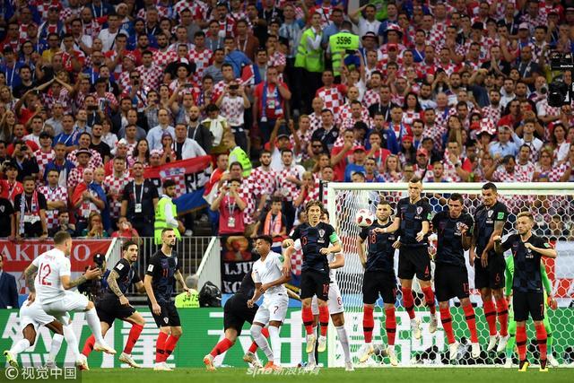克罗地亚Vs英格兰,第五分钟,英格兰队特里皮尔任意球破门,英格兰1-0领先克罗地亚。