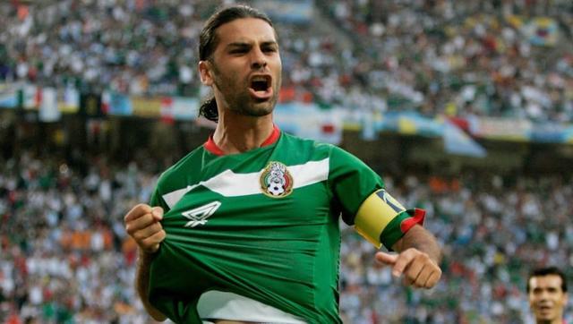 2006年并不是马克斯的第一届世界杯,4年前的韩日世界杯,23岁的马克斯就已经成为了球队的队长和主力中卫,他是历史上第四位5次参加世界杯的球员,他是唯一一个在四届世界杯上都担任球队队长的球员,也是唯一一名在连续三届世界杯上都有进球的墨西哥球员。