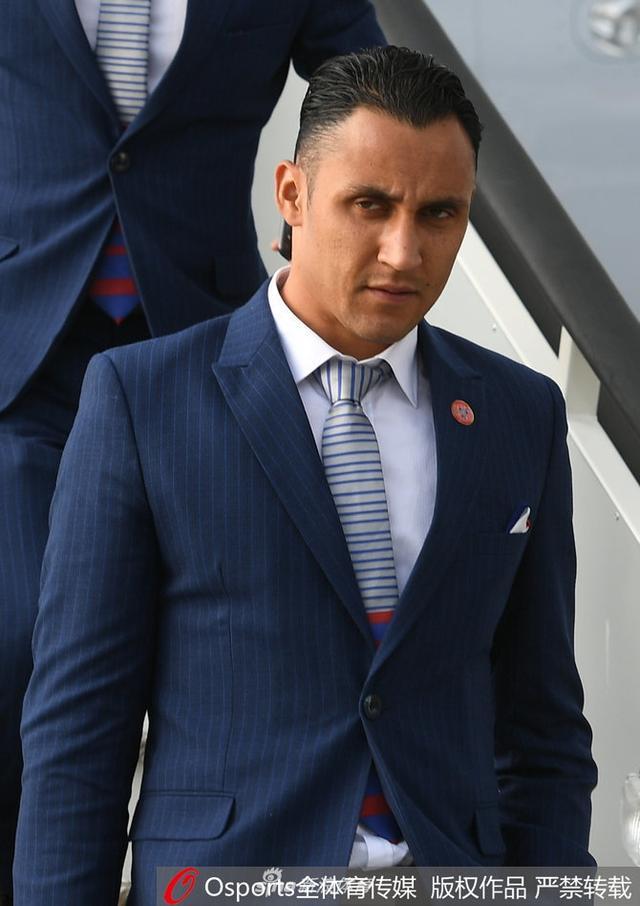 2018年6月13日,2018年俄罗斯世界杯前瞻:哥斯达黎加抵达俄罗斯,纳瓦斯西装革履现身。