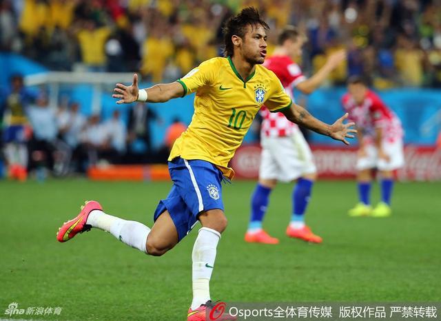 2014年6月13日,2014年巴西世界杯A组揭幕战,巴西3:1胜克罗地亚,内马尔梅开二度奥斯卡复制罗尼经典。