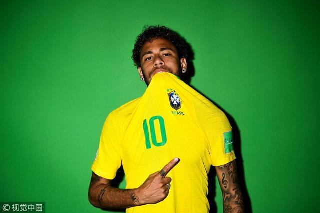 2018年6月12日,俄罗斯,2018俄罗斯世界杯前瞻,巴西拍摄官方肖像照。内马尔