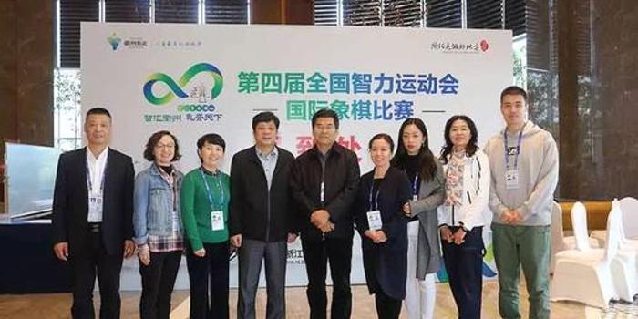 朱國平視察四智會國際象棋賽地并為獲獎棋手頒獎