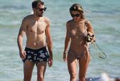 斯图亚尼与女友漫步迈阿密海滩