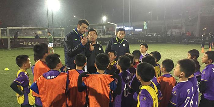 重庆U12球员巴萨式传递破门爆红 背后故事是