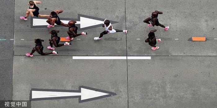 基普喬格馬拉松破2有玄機 陪跑員組V字形防風戰隊