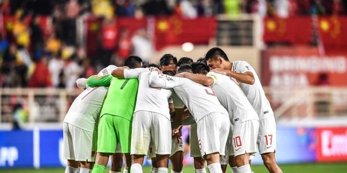 新华社:国足停球停出十米 完败韩国绝对是悲哀