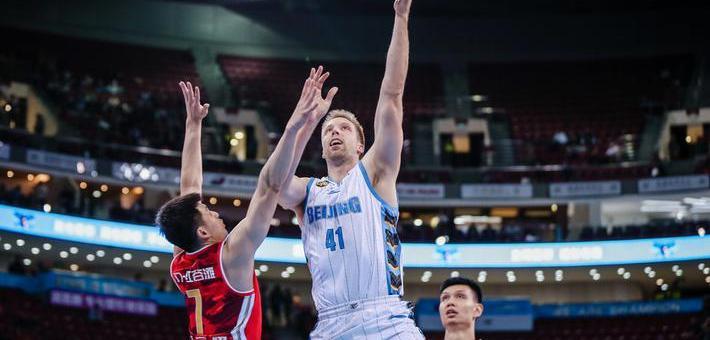CBA-汉密尔顿18+7 北京男篮胜八一