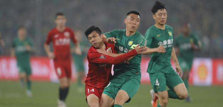 中超-胡尔克伤退 上港2-0反超国安