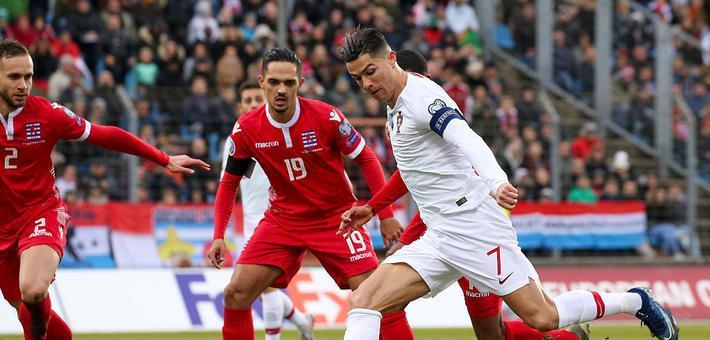 欧预赛-C罗国家队第99球葡萄牙2-0