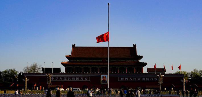 天安门广场降半旗致哀 缅怀逝世同胞
