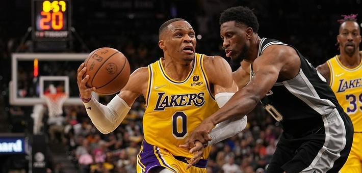 [NBA]湖人加时125-121马刺