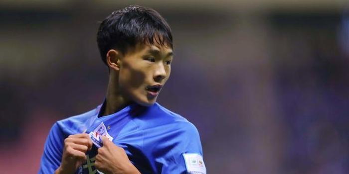 刘若钒:里皮问我能不能踢右后卫 他开玩笑跟真
