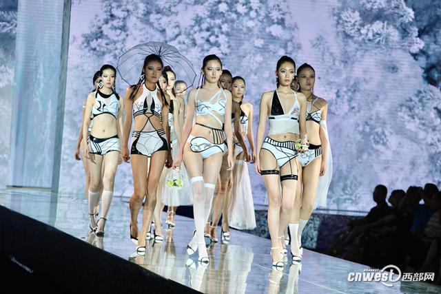 西部网讯(记者 胡小云 赵昊) 6月5日,西安工程大学服装与艺术设计学院2018届内衣毕业设计大赛决赛举行。