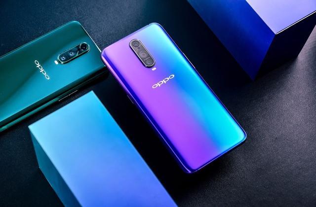 今年8月,OPPO在上海发布了R17系列手机,经过一个多月的等待,R系列旗舰OPPO R17 Pro终于要与大家见面了,接下来就带大家领略一下这款拥有光感屏幕指纹和TOF 3D立体摄像头的OPPO R17 Pro吧。