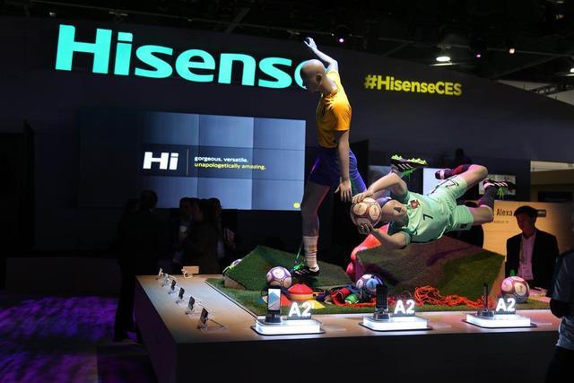 在本次的CES 21018会展上,海信亮相了一大波新品,包括海信激光电视阵容、ULED电视、智慧家居产品等等。其中激光电视更是包括80、88、100、150英寸多个系列产品。