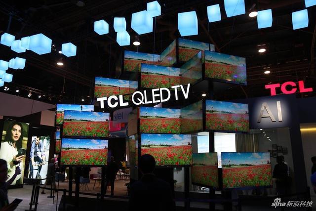 在2018CES的TC展馆中,QLED电视亮相,还有全新的SoundBar智能音频。