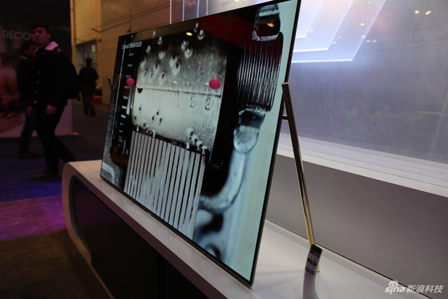 在2018CES的长虹展馆中,有一大波智能电视,可谓是电视的海洋。