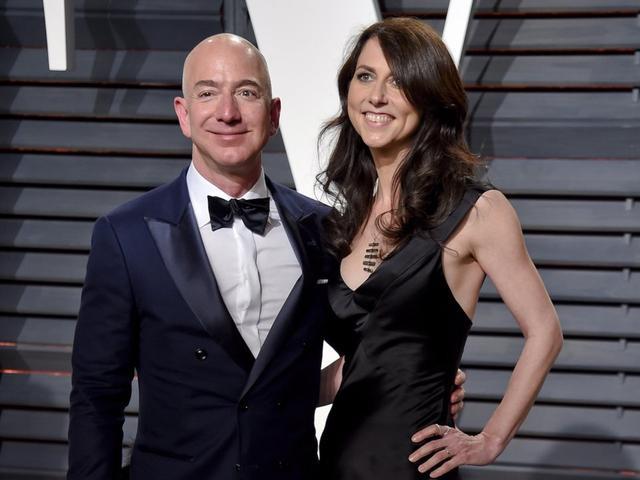亚马逊首席执行官兼创始人杰夫·贝索斯周三宣布,他和妻子将提出离婚申请。