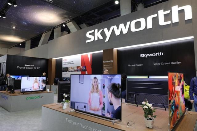 创维在美国CES展上发布了搭载自主研发AI画质芯片的OLED电视新品。