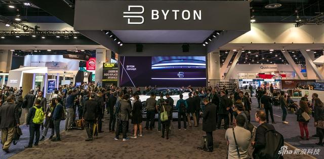 在2018 CES展拜腾展台上,拜腾展出了首款车型Byton Concept,我们来看一下吧。