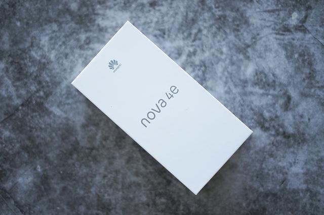 nova系列是华为手机三大系列之一,主要针对年轻时尚人群。去年华为发布了nova 4手机,当时华为终端手机产品线总裁何刚在接受采访时就表示19年发布会nova 4e,如今这款产品终于发布了。这款手机主打3200万立体美颜前置拍照。