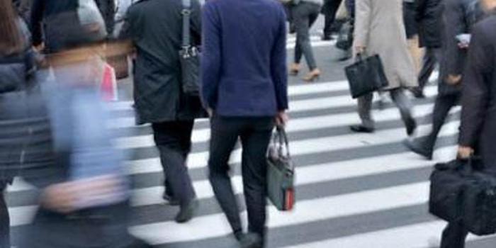 六點半電腦自動關機 日本上班族不買賬