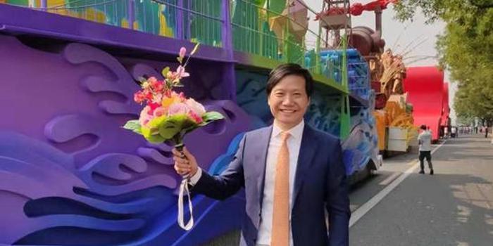 雷軍等企業家搭乘國慶彩車游行:無比驕傲和自豪!