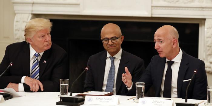 微軟獲美軍巨額合同 亞馬遜不滿:特朗普作梗了