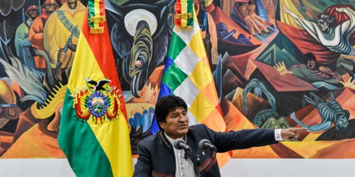 示威游行?#20013;?#20004;周 玻利维亚总统宣布将重新选举