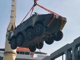 泰国码头卸货忙,中国一次交付11辆坦克38辆战车,馋坏美乌军火商