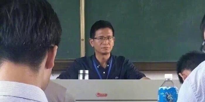 死亡凝视_手机临死前一刻 学生记录下老师的\