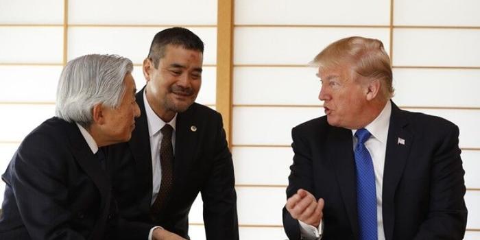 特朗普拜会日本天皇夫妇 未有行鞠躬礼