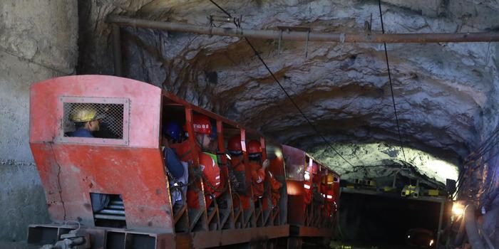 廣西南丹一礦井冒頂事故11人被困 救援難度大