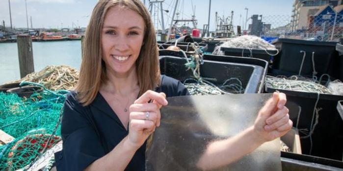 英國女大學生發明可降解塑料 原料是魚皮魚鱗