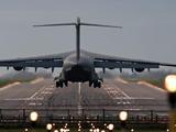 既是戰略運輸機,又是戰術運輸機,美國這款飛機還真是很特殊
