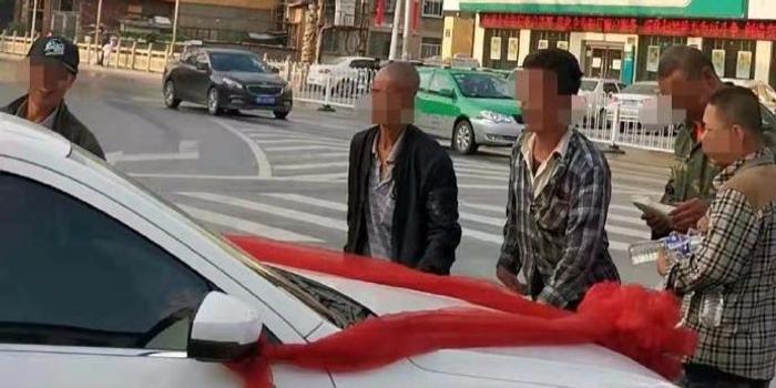 """陜西榆林7人因圍堵婚車""""討喜錢""""被拘"""