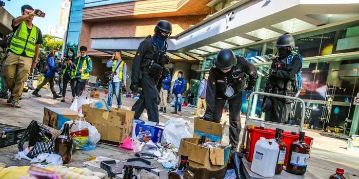 港警在理大檢獲3801枚汽油彈 約100枚綁在氣罐上
