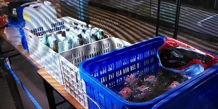 港警2日下午在一處住宅搜出188支汽油彈 抓獲5人