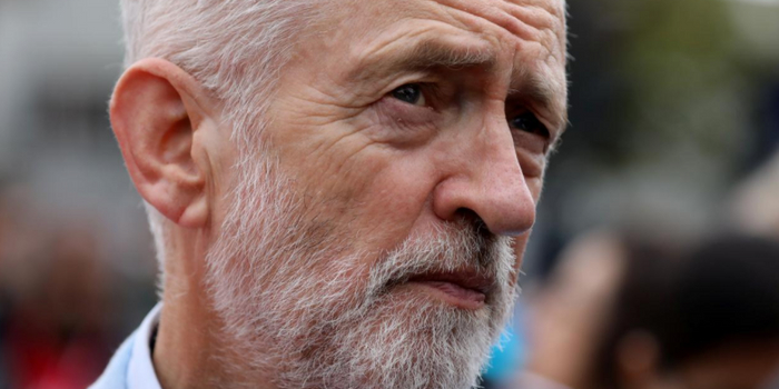 英國工黨領袖批約翰遜:你利用女王謀取政治利益