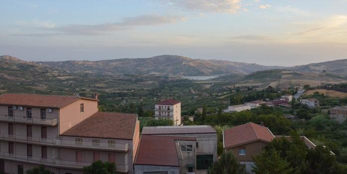 房奴翻身把歌唱?西西里島又一小鎮1歐元拋售房產