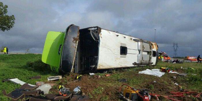 法國大巴側翻事故致33人傷 多數傷者系法英美公民