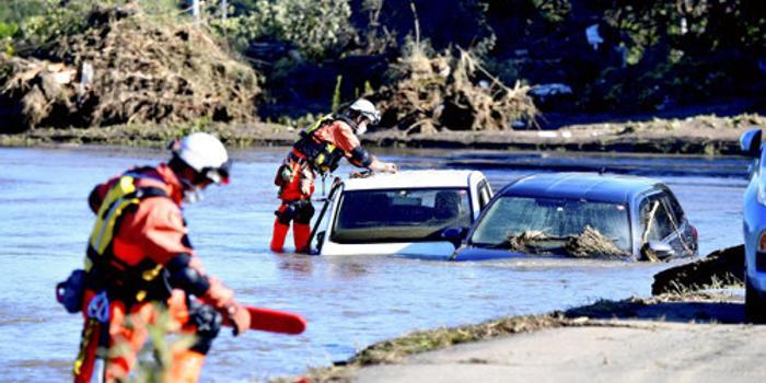 洪水進家 日本男子對妻子說了這句話后松手沉水中
